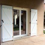 Réalisation fenêtre en PVC et volets battants blanc