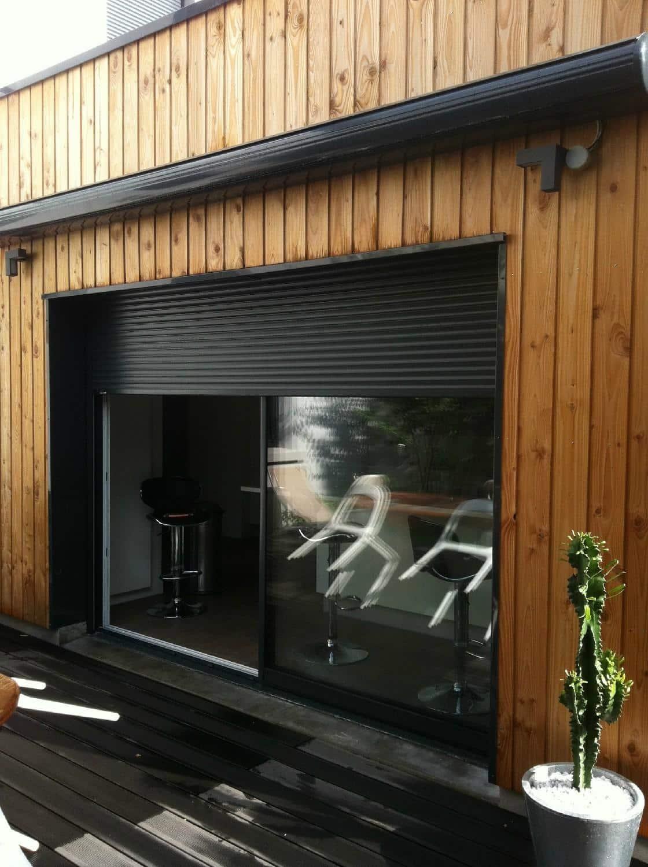 Installation baie coulissante en aluminium et volet roulant Bubendorff sur structure en bois