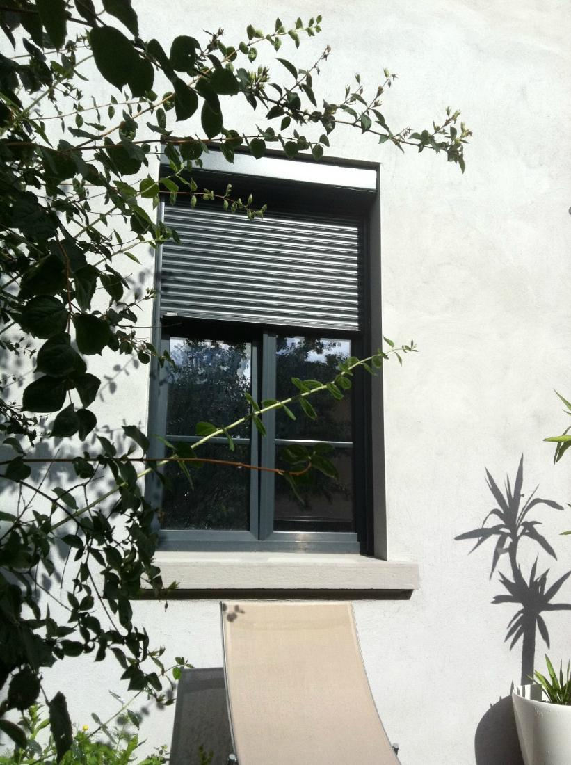 Réalisation fenêtres en PVC noir et volets roulants noir