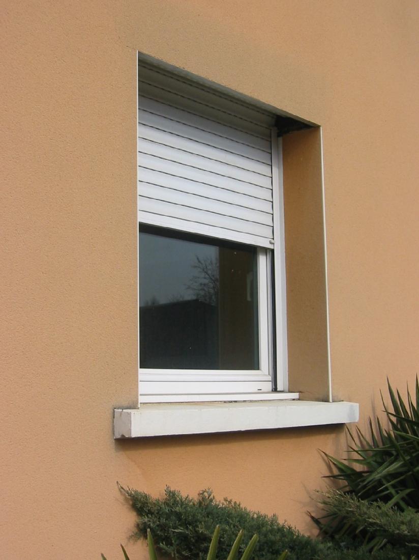 Réalisation fenêtres en PVC simple avec volet roulant