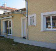 Réalisation sur maison plein pied de fenêtres en PVC, baie coulissante en PVC et porte d'entrée en PVC