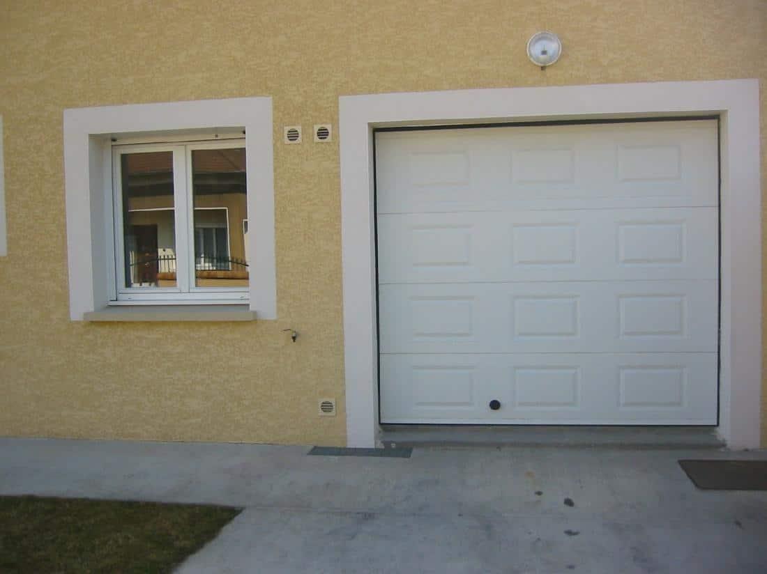 Réalisation porte de garage et fenêtre en PVC