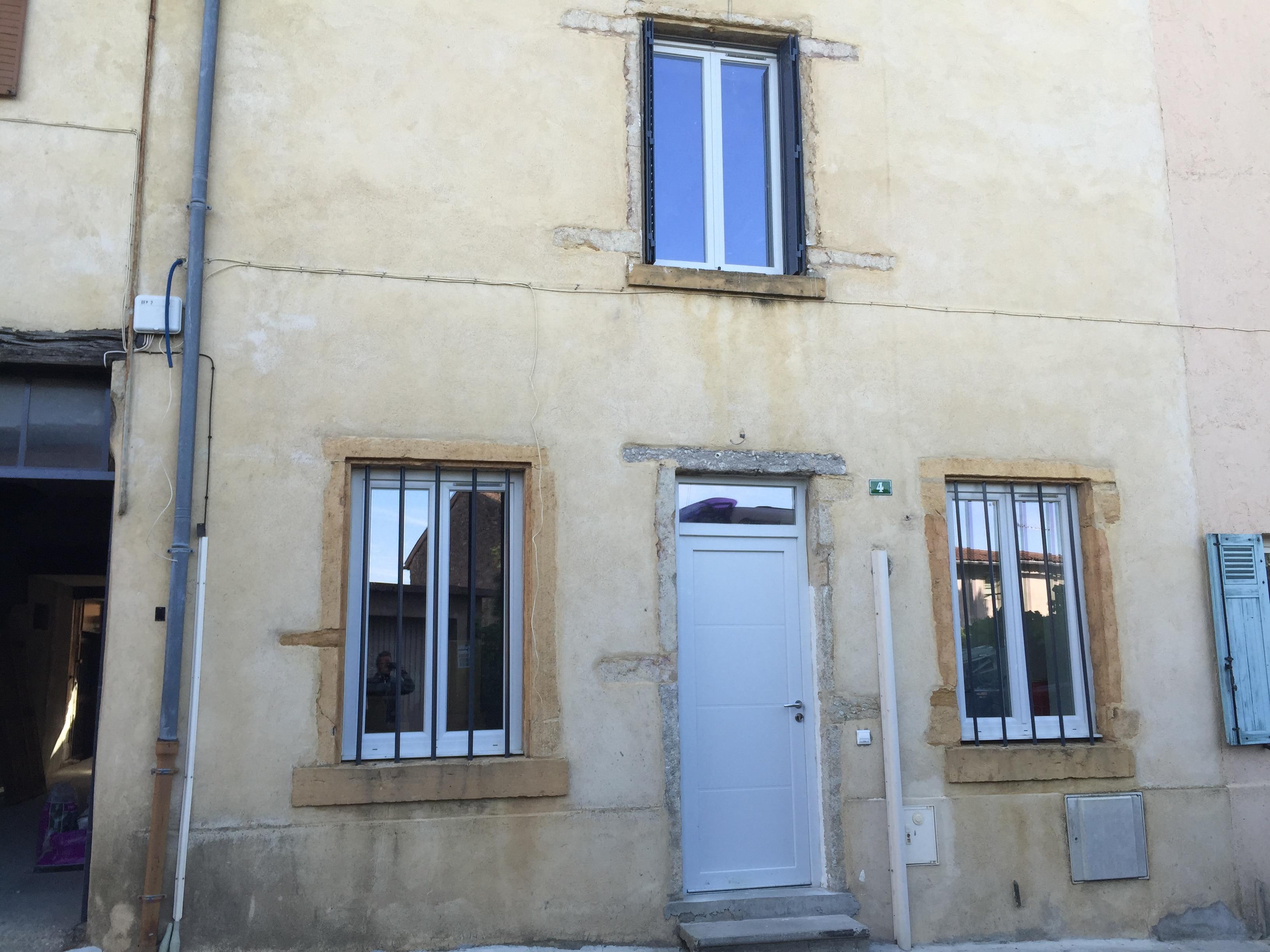 Porte d'entrée PVC réalisée par Isolation Confort fabricant de menuiseries PVC et aluminium sur Lyon