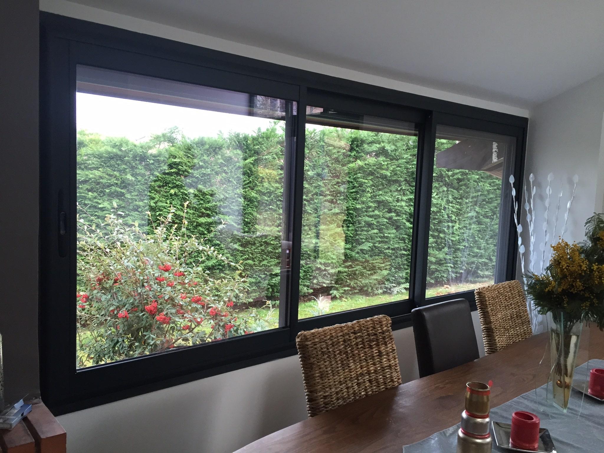 Fenêtre aluminium fabriquée par Isolation Confort ( Lyon - Rhône )