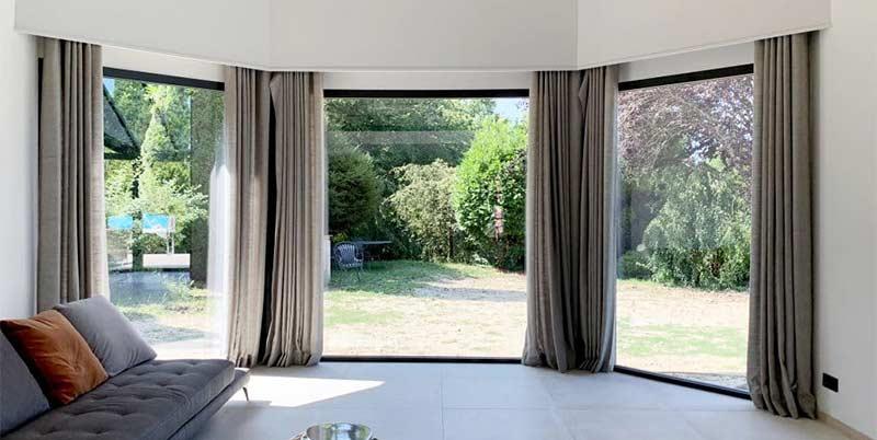 Baie vitrée en Aluminium Technal - Grais Anthracite, RAL 7016.  Maison d'architecte sur Aix-les-Bains