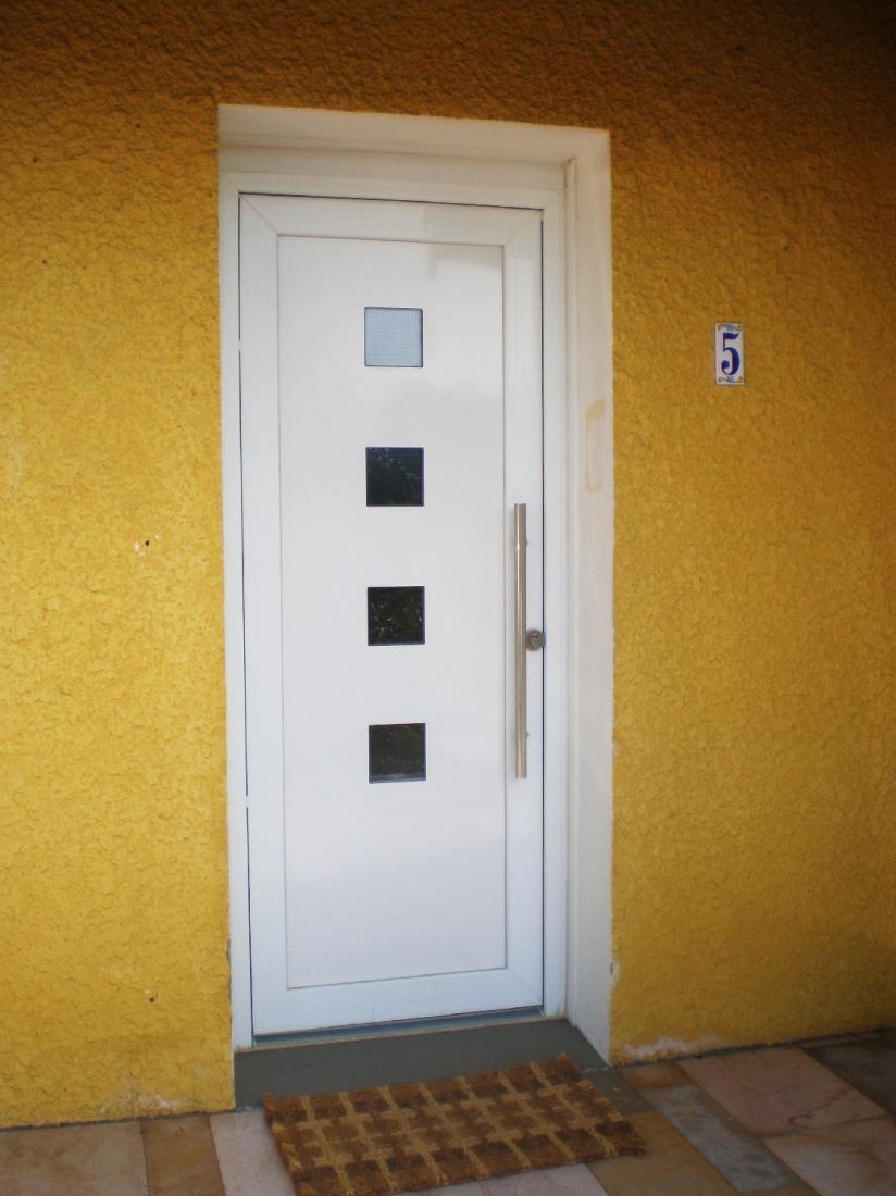 Installation d'une porte pallière blindée avec barre