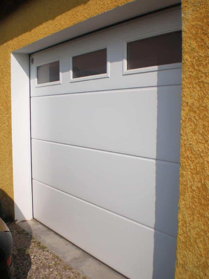 Isolation Confort (Lyon) - Réalisation porte de garage avec vitres