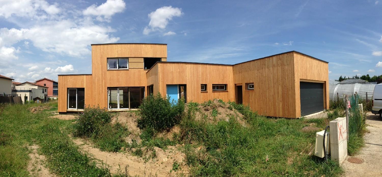 Réalisation fenêtre et porte fenêtre en PVC, baie coulissante en PVC et porte de garage