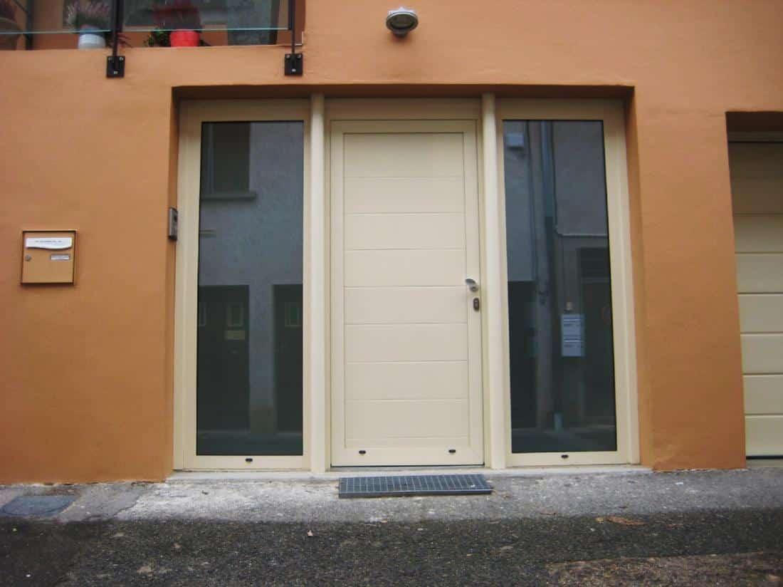 Installation porte palières blindées avec vitres sur le côté