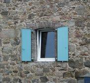 Réalisation volets battants PVC bleu et fenêtre PVC